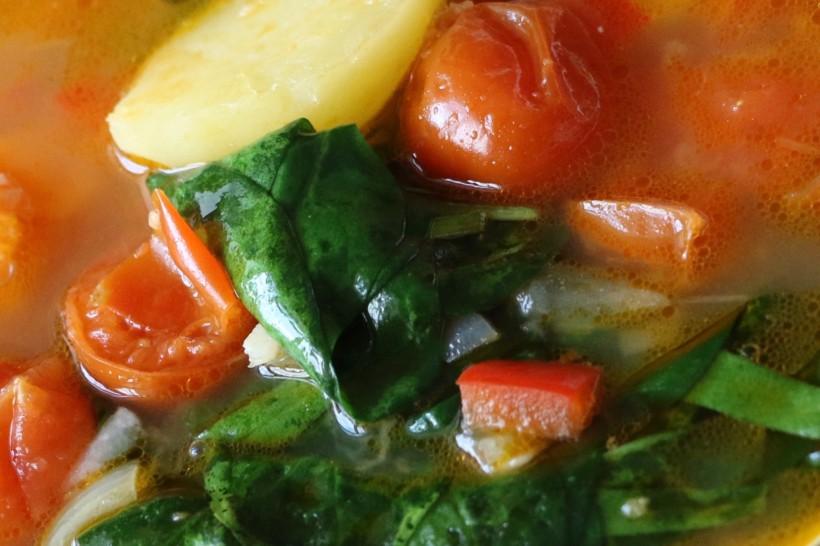 Суп из шпината и помидоров