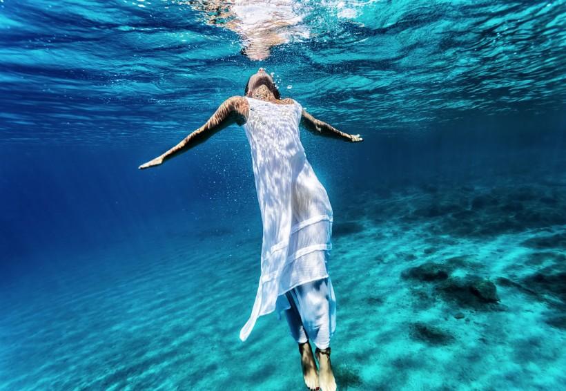 Женщина — это океан. Практика для повышения самооценки